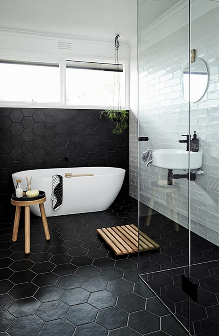 Magnificent Bathroom Design with Simple Color Palette