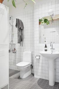 Small Apartment Bathroom Decor Ideas