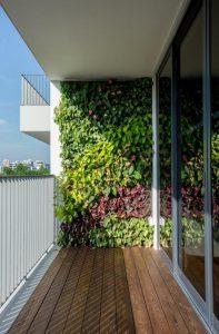 Wonderful Vertical Garden Wall In Balcony Ideas