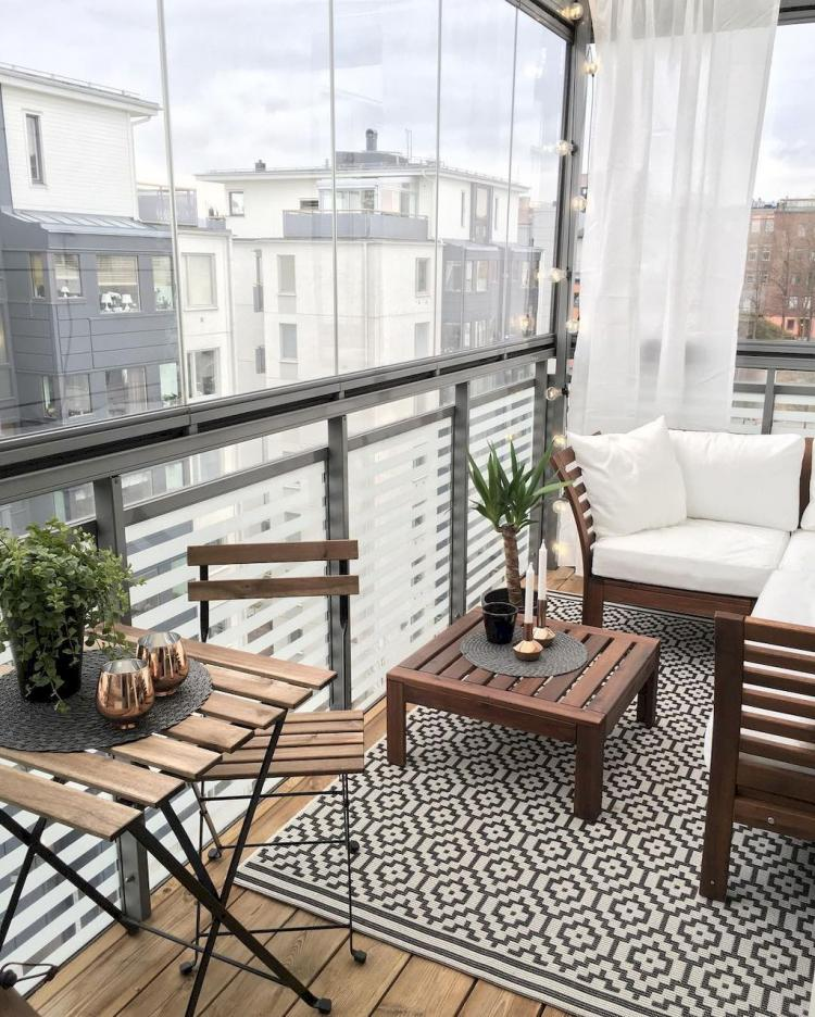 Apartment balcony decorating ideas on a budget for Small balcony ideas on a budget
