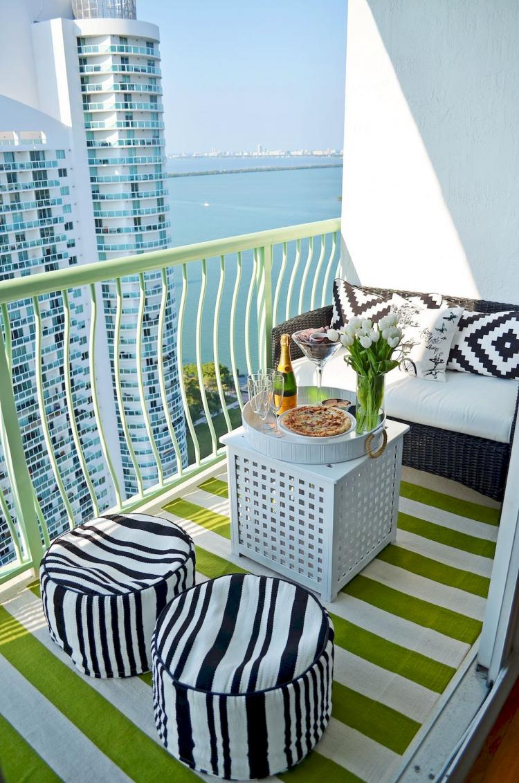 50+ Cozy Apartment Balcony Decorating Inspirations